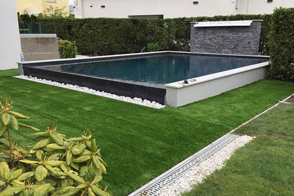 piscina erba sintetica