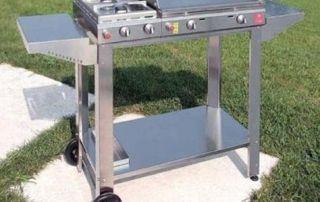 erba sintetica e barbecue rischi